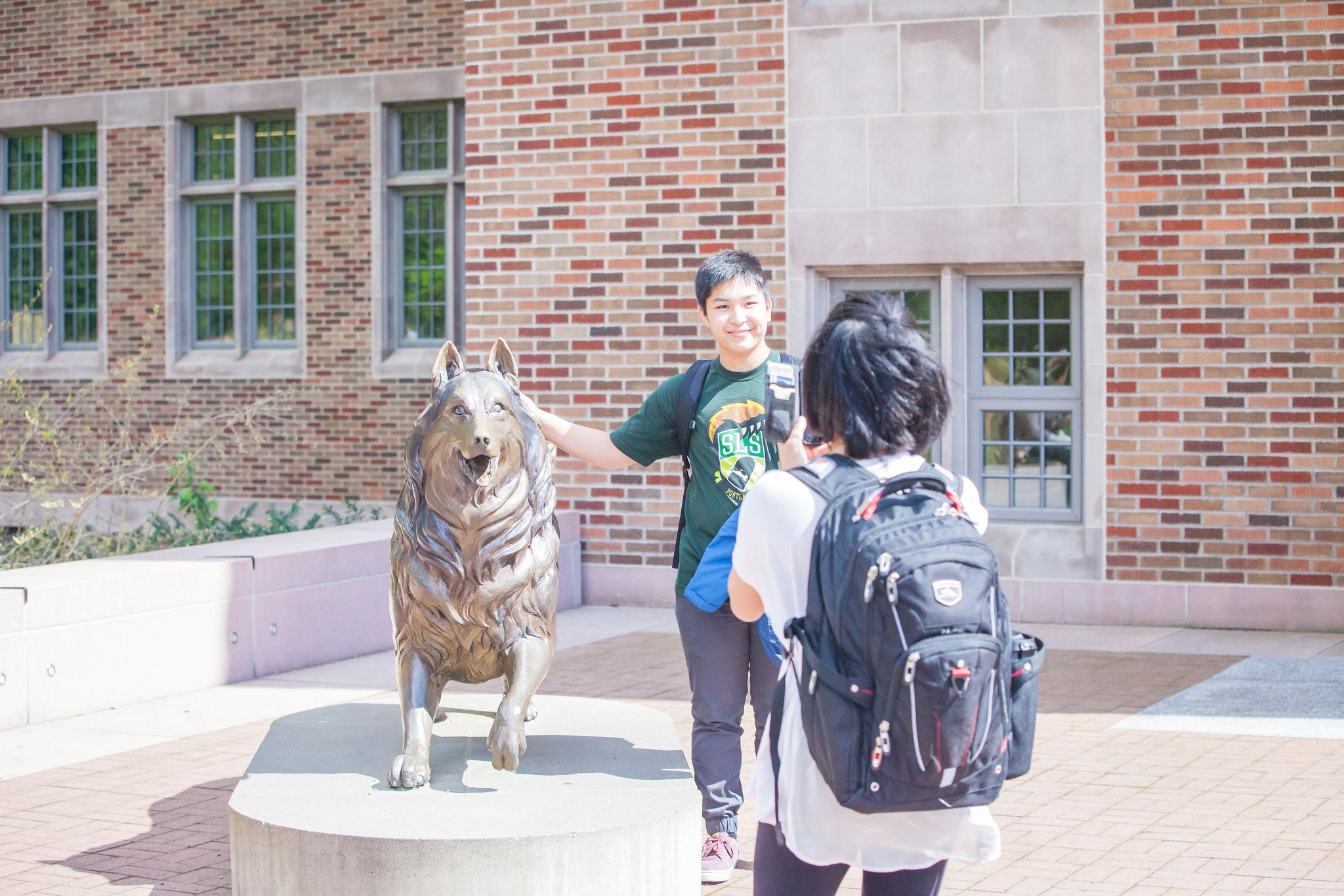 Dubs statue