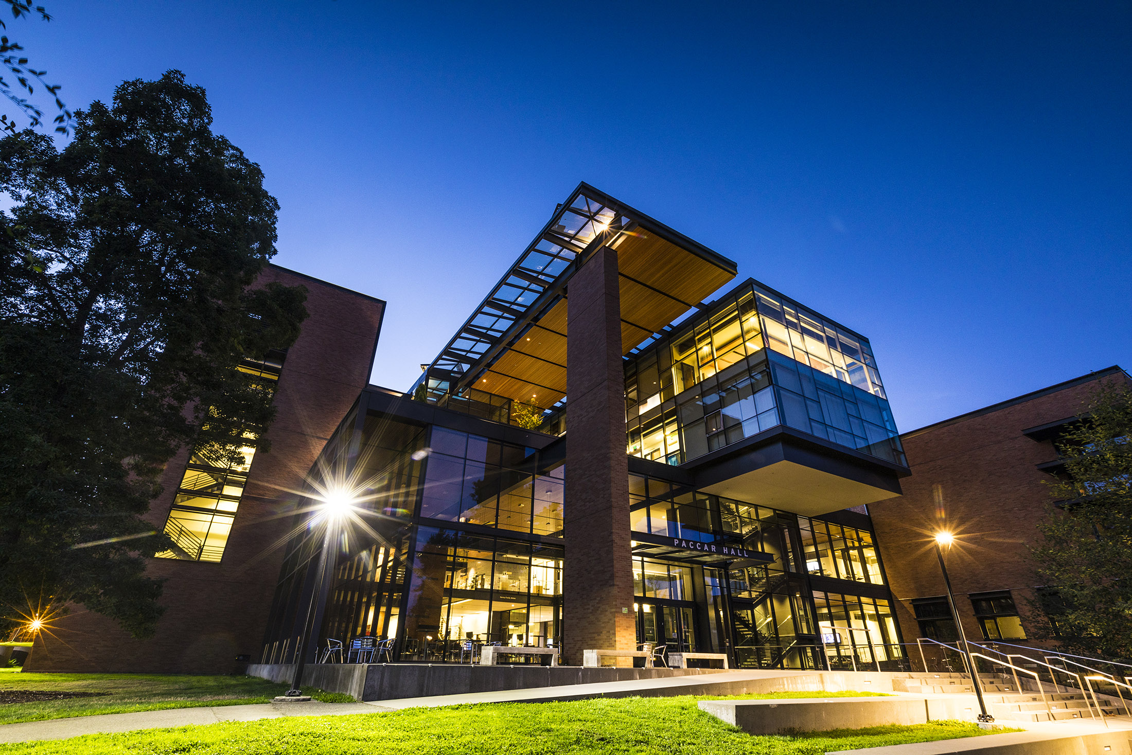 PACCAR HALL, Housing the Foster School of Business, PACCAR Hall embodies the school's focus on leadership development, strategic thinking and collaboration.